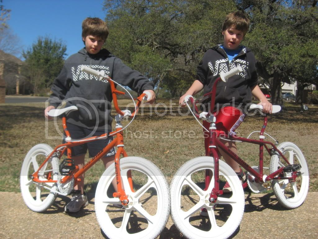 http://i550.photobucket.com/albums/ii433/restoredude/BMX/2009BMX052.jpg